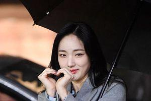 Tiệc liên hoan 'Bok Soo trở về': Yoo Seung Ho - Jo Bo Ah đến cùng cơn mưa, Kwak Dong Yeon (21) hóa 31 tuổi vì để râu