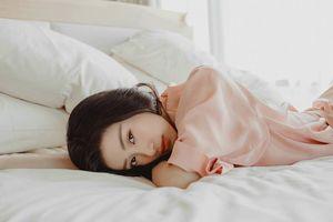 Jun Vũ tung ảnh 'giường chiếu' khiến fan hoa mắt ngày 30 Tết