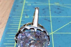 Nhẫn bèo để 'mốc' 33 năm hóa ra là kim cương trị giá hàng chục tỷ đồng
