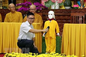 Robot 'chú tiểu Giác Ngộ 4.0' xuất hiện ở Việt Nam