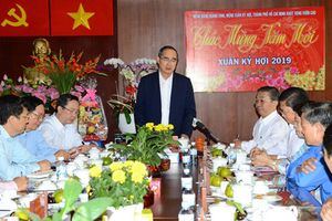 Bí thư TP HCM Nguyễn Thiện Nhân chúc Tết tại quận Bình Tân