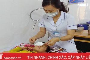 Bệnh nhân 5 tuổi bị vỡ nhãn cầu mắt do pháo nổ