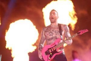 Đúng như dự đoán: Màn trình diễn Super Bowl rating thấp kỉ lục đã thuộc về Maroon 5!