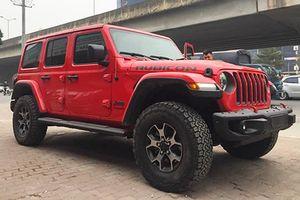 'Trên tay' SUV Jeep Wrangler giá 4,1 tỷ ở Hà Nội