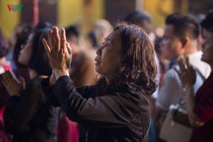 Người Hà Nội đi lễ đầu năm Kỷ Hợi 2019