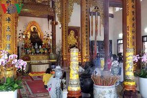 Nét riêng của người dân xứ Huế khi đi chùa lễ Phật đầu năm mới