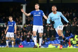 Hạ Everton, Man City lên ngôi đầu bảng Premier League