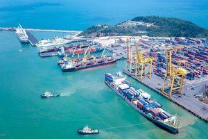 Cảng Đà Nẵng rút hàng bằng đường thủy để giảm quá tải giao thông