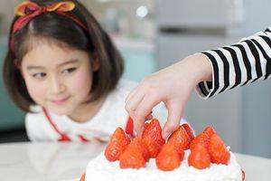 Nếu biết những tác hại khủng khiếp này, con bạn sẽ ý thức nói không với đồ ngọt không chỉ dịp Tết