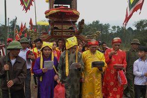 Cả làng canh giữ báu vật nhà vua ban tặng hơn 1 thế kỷ