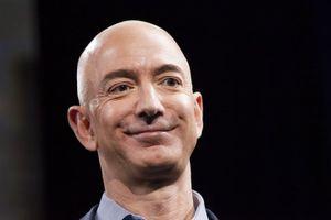 CEO Amazon bị đe dọa tung ảnh nude với người tình