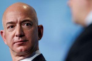 Jeff Bezos tố bị tờ National Enquirer tống tiền