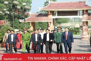 Trưởng ban Tổ chức Trung ương Phạm Minh Chính dâng hương cố Tổng Bí thư Trần Phú