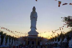 Hàng chục nghìn phật tử, du khách đổ về viếng chùa ở Bạc Liêu