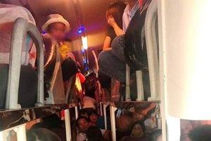 Xe khách loại 40 chỗ nhồi nhét 62 người bị CSGT phát hiện khi qua Thanh Hóa