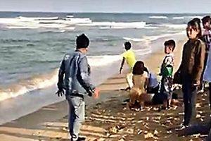 Nóng: Tắm biển mùng 4 Tết, 5 học sinh chết đuối, 1 em mất tích ở Quảng Nam
