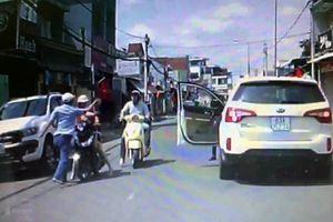 Công an truy tìm tài xế đánh phụ nữ giữa đường vào mùng 1 Tết