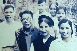 Nghệ sĩ nhân dân Trần Hoạt với Văn Cao