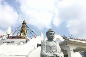 Đầu xuân ghé thăm đại bảo tháp độc nhất Việt Nam