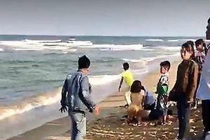 Tắm biển đầu năm: 4 học sinh tử vong, 2 em mất tích