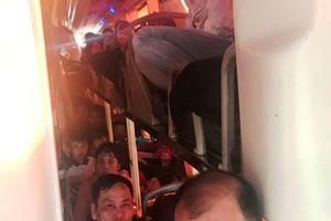 Xe khách 40 chỗ ngồi 'nhồi' 60 người