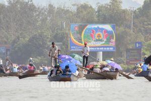 Nườm nượp khách thăm vãn Chùa Hương trước ngày khai hội
