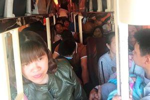 Thanh Hóa: Phát hiện ô tô khách chở quá 26 người trên xe