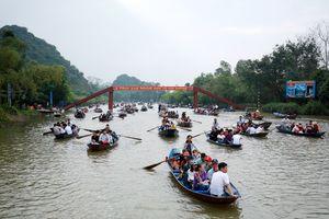 Hàng vạn du khách đổ về chùa Hương ngày khai hội