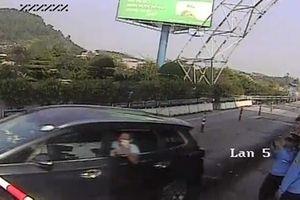 Tài xế đâm barie trạm thu phí: Tiếp tục chống đối