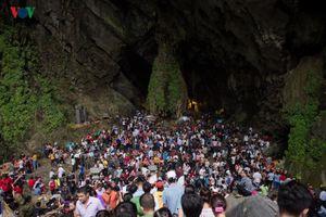 Động Hương Tích 'thất thủ' ngày khai hội Chùa Hương 2019