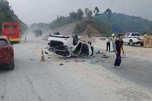 Yên Bái: Xế hộp lộn nhiều vòng trên cao tốc, 3 người nhập viện