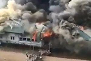 Điều tra nguyên nhân cháy 'nhà hàng nổi' trên sông Lô