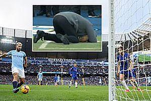 Guardiola ôm đầu, gục mặt thất vọng vì siêu sao lập hat-trick