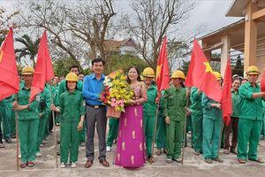 LĐLĐ Quảng Bình: Thăm công nhân lao động ngày ra quân sản xuất đầu năm