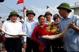 Ngư dân Quảng Trị trúng mẻ cá bè vàng trị giá gần 8 tỷ đồng