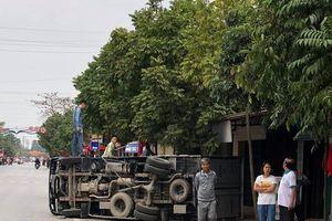 Hải Phòng: Xe Land Cruiser gây tai nạn liên hoàn, xe tải lật nhào