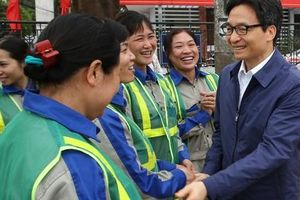 Phó Thủ tướng Vũ Đức Đam thăm, tặng quà người lao động tỉnh Bắc Giang