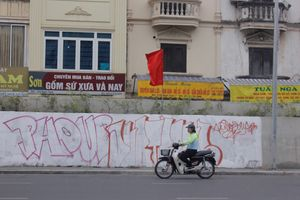 Công an truy bắt 'bút tặc' vẽ bẩn tuyến đường trăm tỉ tại Hà Nội