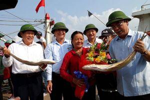 Trúng đậm 150 tấn cá bè vàng, ngư dân Quảng Trị thu 7 tỷ đầu Xuân