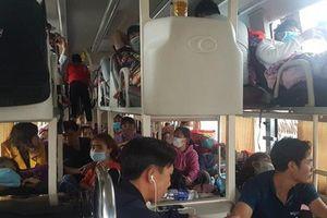 Công an Thanh Hóa bắt xe khách 40 chỗ 'nhồi nhét' tới 72 người