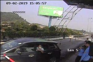 Khởi tố kẻ lái ô tô đâm cọc tiêu vượt trạm thu phí BOT Bến Thủy 2