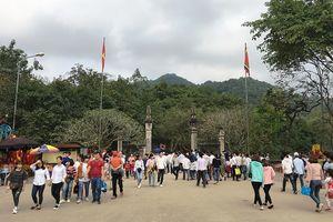 30 vạn du khách trẩy hội đền Sóc