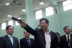 Bộ trưởng Nguyễn Ngọc Thiện bắn súng khai xuân tại Trung tâm Huấn luyện Thể thao quốc gia