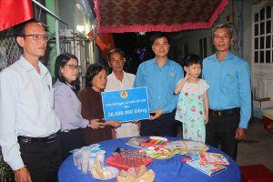 Cán bộ cơ quan Tổng LĐLĐVN chung tay vì bé Thảo Lam