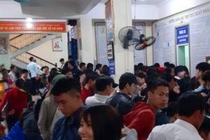 Nghệ An: Có ngày cả nghìn người tới làm hộ chiếu, giấy thông hành