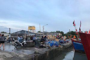 Cứu sống hai người trên ghe bị chìm ở Sài Gòn