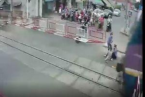 Chủ tịch Đường sắt gọi hai nữ gác chắn cứu cụ bà là 'người hùng'