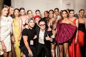 Dàn thiên thần Victoria's Secret xuất hiện trong show diễn của Công Trí tại New York Fashion Week