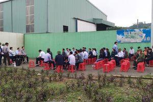 Lãnh đạo huyện đối thoại với người dân chặn cổng nhà máy rác gây ô nhiễm