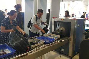 Bắt tại trận khách 'thó' iPhone tại điểm soi chiếu sân bay